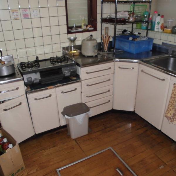 Before:キッチン・フローリング工事